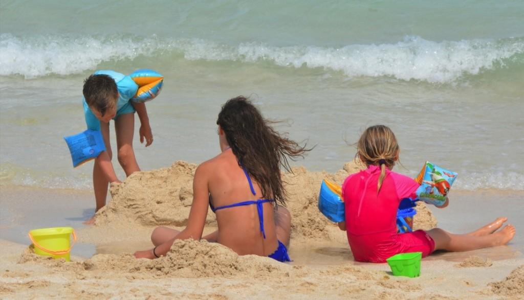 Sigue las recomendaciones de los especialistas para vivir unas vacaciones familiares sin contratiempos.
