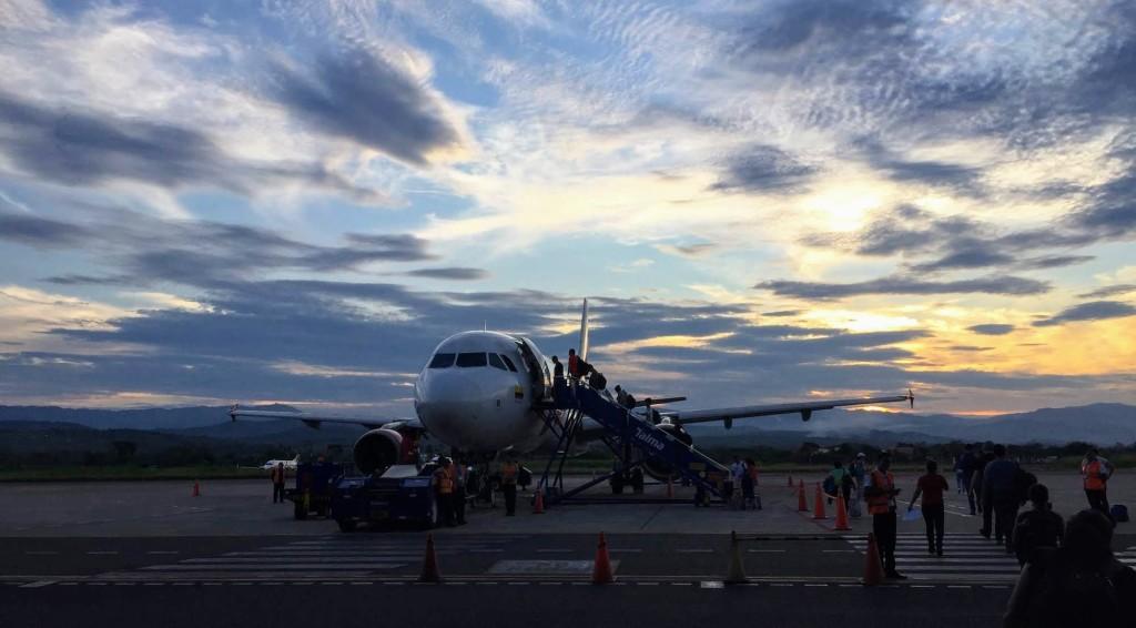 Pagar poco por un viaje es el sueño de muchos y las aerolíneas 'low cost' parecen confirmar que se puede volar barato. Sin embargo, muchos se preguntan si estas funcionan para todos, si realmente se ahorra y si se mantiene la calidad en el servicio. Aquí las respuestas.