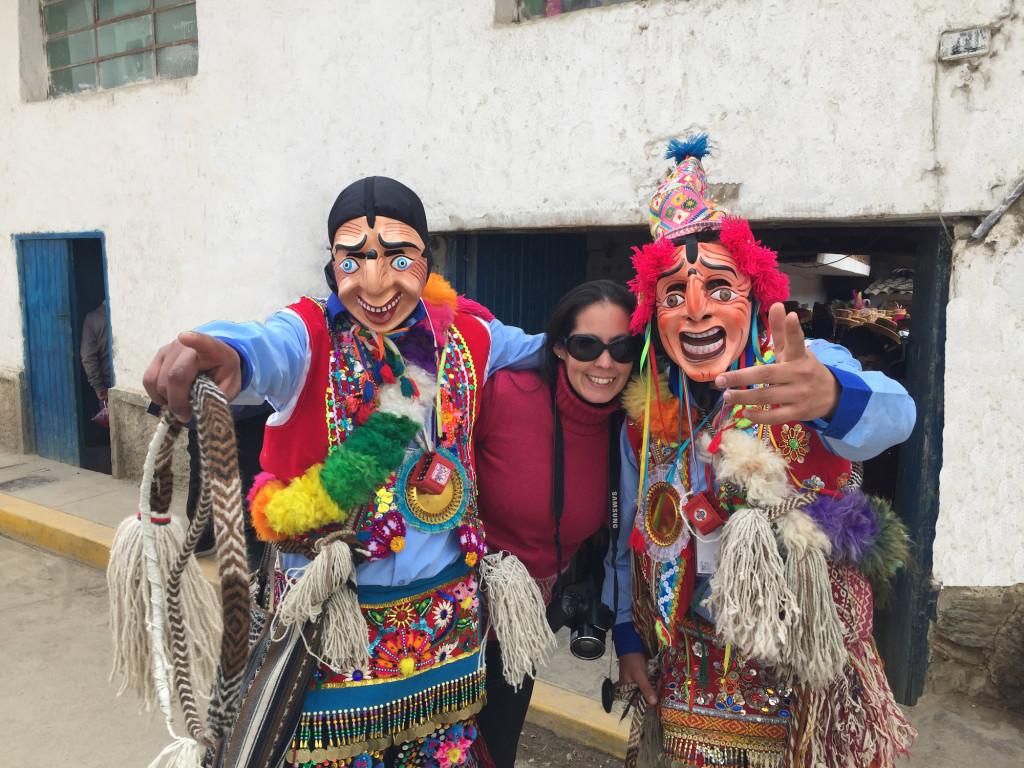 Esta festividad es Patrimonio Cultural y congrega a paucartambinos y descendientes, quienes retornan a Cusco desde todas partes del mundo, solo para venerar con danzas a la Mamacha Carmen. ¡Imperdible!