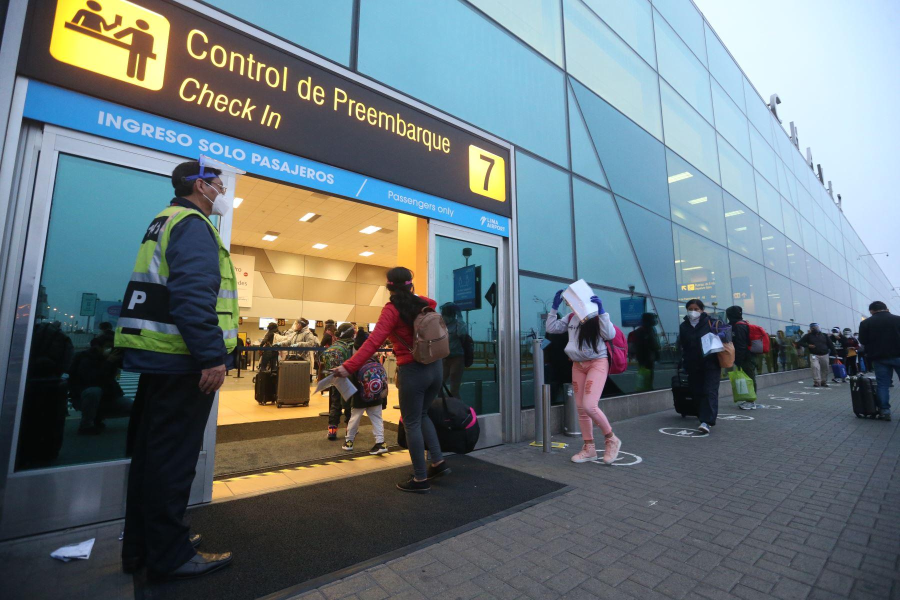 Coronavirus: ¿Qué pruebas exigen para viajar por el Perú?, ¿dónde las toman?, ¿cuánto cuestan?