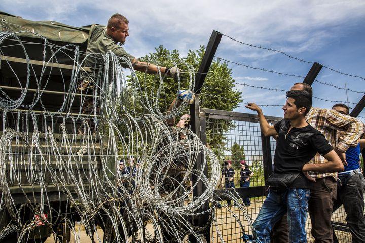 Carrera de obstáculos hacia Europa: las políticas europeas agravaron la crisis de refugiados
