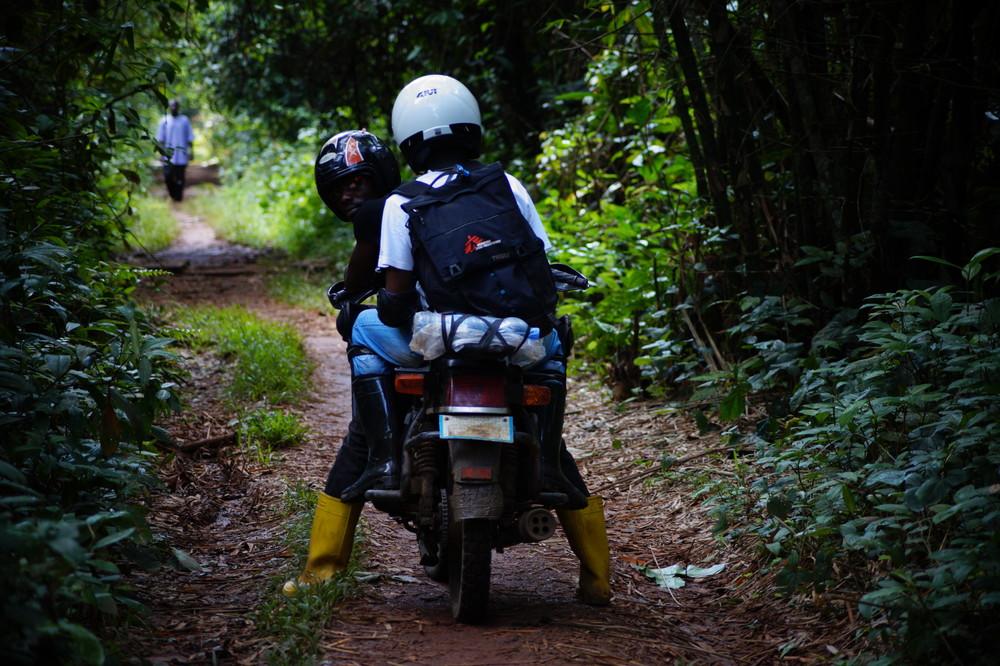 Vacunar contra el sarampión en los lugares más remotos del Congo