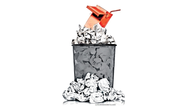 El 28 de febrero pasado, mediante Resolución Ministerial 195-2019, el Ministerio de Salud aprobó el Documento Técnico: Lineamientos para la Promoción y Protección de la Alimentación Saludable en las Instituciones Educativas Públicas y Privadas de la Educación Básica. Dicho documento hace dos cosas importantes: primero, dispone que -desde este año- los quioscos escolares de escuelas públicas y privadas dejen de vender alimentos y bebidas ricos en sal, azúcar y grasas (características fácilmente visibles gracias a los octógonos de advertencia que serán obligatorios desde el próximo 17 de junio) y segundo, que se brinden programas escolares de educación en nutrición. (Ilustración: Jean Izquierdo / El Comercio)