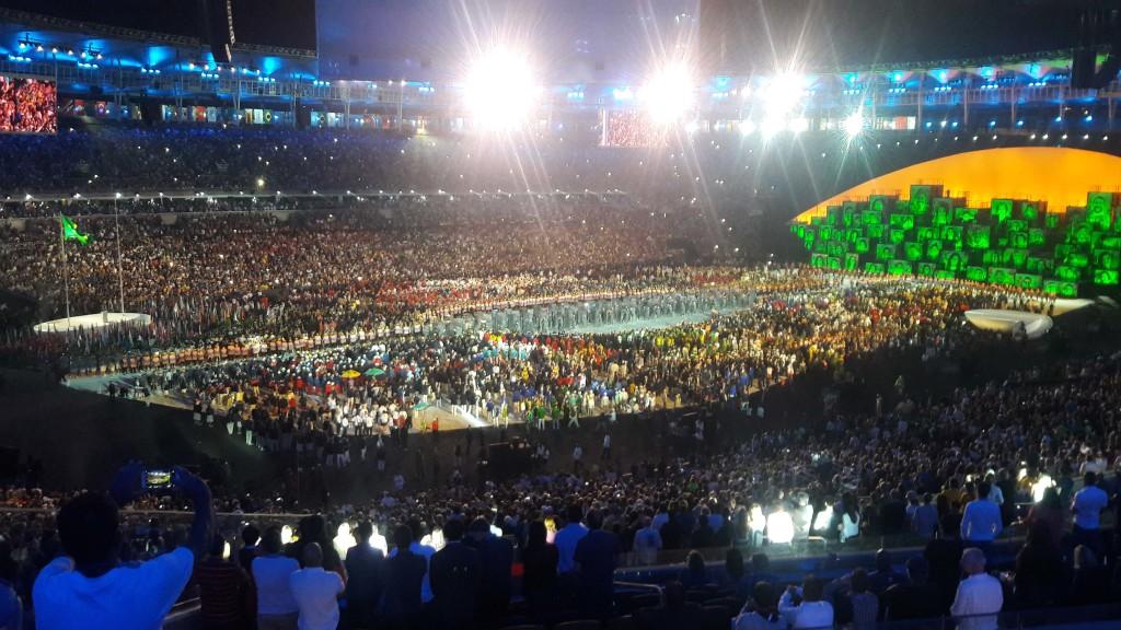 """Embed from Getty Images     De todas las preocupaciones que podía tener Brasil para sacar adelante sus Juegos Olímpicos, la ceremonia inaugural era la última. Incluso con el presupuesto recortado, el espectáculo creado por Fernando Meirelles (""""Ciudad de Dios"""") y Andrucha Waddington (""""Yo, tú, nosotros"""") tenía tras de sí el inmenso archivo del Carnaval. Grandes narradores de historias a través de la danza y lo visual, los cariocas cuentan 12 de ellas cada año en la avenida Marqués de Sapucaí, una por cada escuela de..."""