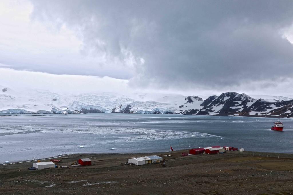 Después de tres días de navegación llegué a la Antártida. El BAP Carrasco fondeó frente a la base Machu Picchu, en un lugar conocido como la ensenada Mackellar. ¿Pude vivir tanto tiempo sin venir?
