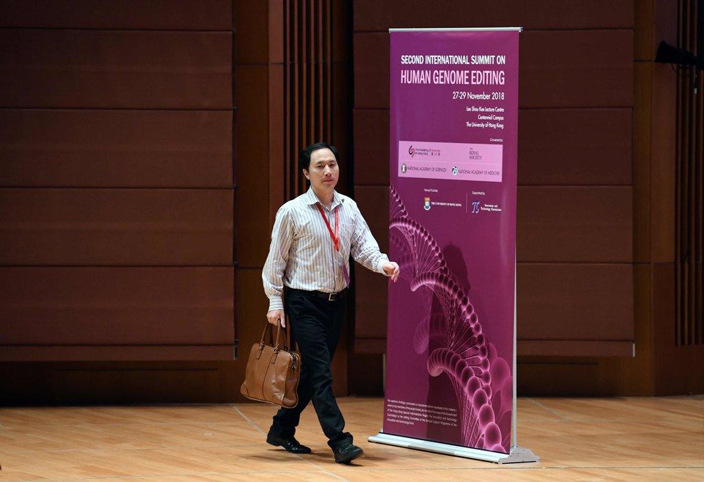 El controvertido investigador chino que editó los genes de embriones humanos. Fuente. New York Times.