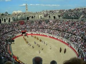 FOTO PÁG. WEB ARENES DE NIMES MARCO MONUMENTAL. Antiguo circo romano de Nimes, Francia; hoy, espectacular plaza de toros.