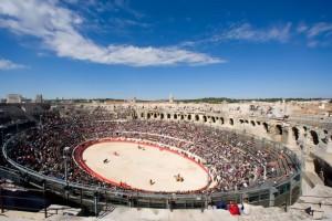 FOTO: PÁG. WEB ARENESDENIMES.COM El impresionante circo romano de Nimes en una tarde de toros