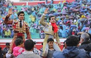 FOTO: CULTORO Galdós y Colombo salieron en hombros en la primera corrida.