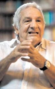 FOTO: LINO CHIPANA Max Hernández, psicoanalista y reconocido intelectual habla de tauromaquia, la cultura y la libertad.