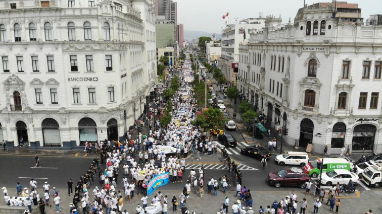 Multitudinaria manifestación: más de 74.000 taurinos y galleros