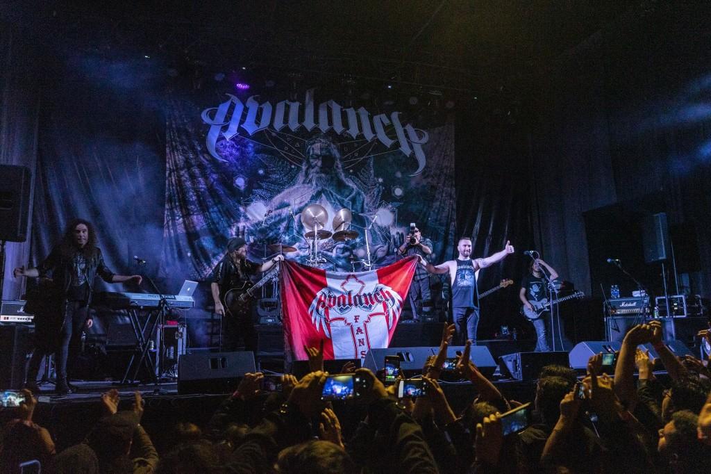 Avalanch dio notable show en Lima y mostró como es trabajar en serio con una banda de supermúsicos profesionales al servicio de una sola idea.