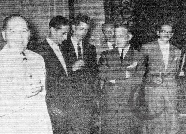 Sebastián Salazar en el diario El Comercio. En la imagen (I) Aurelio MIró Quesada Sosa y a su costado Salazar Bondy.