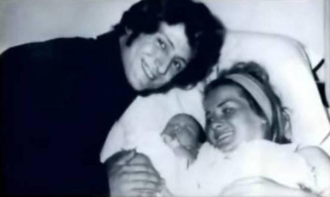 Luisito Rey, Marcella Basteri y su hijo recién nacido, Luis Miguel. (El Confidencial.com)