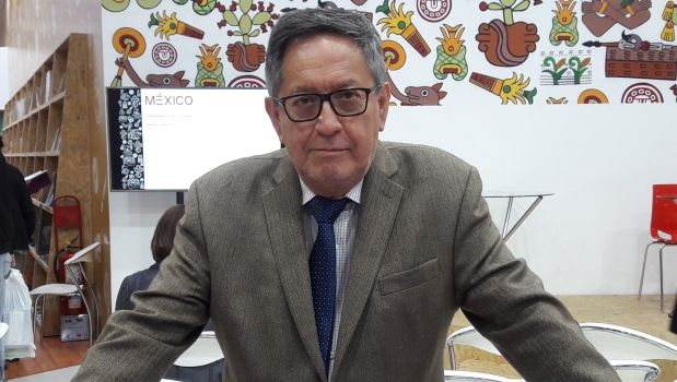 """El crítico literario Julio Ortega visitó la FIL Lima 2017 y conversó con nosotros sobre su antología """"Nuevo relato mexicano"""" publicada por el sello Peisa"""