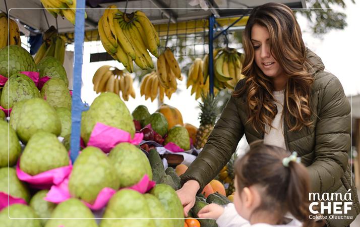 Mamá Chef Colette Olaechea de compras con su hija. Frutas y Verduras