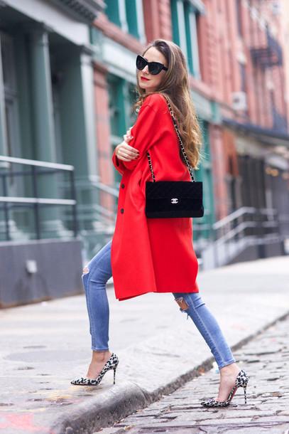 como combinar un abrigo rojo 4