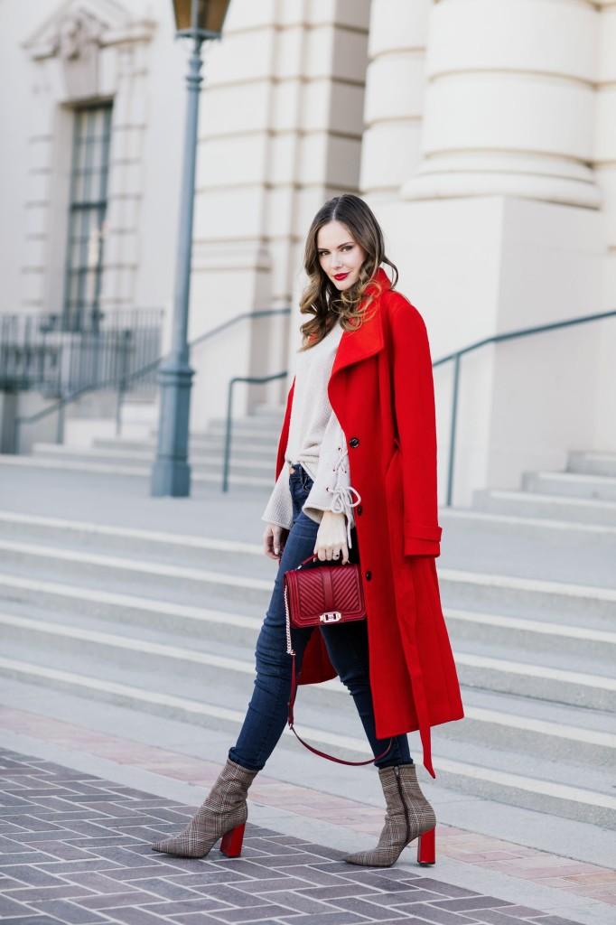como combinar un abrigo rojo 6