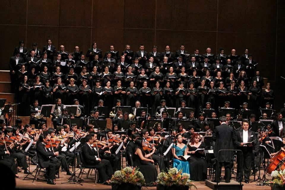 Comentarios sobre el 75 aniversario de la Orquesta Sinfónica de Arequipa que junto a la Sinfónica Nacional Juvenil y el Coro Nacional interpretaron la Novena Sinfonía de Beethoven en el Gran Teatro Nacional
