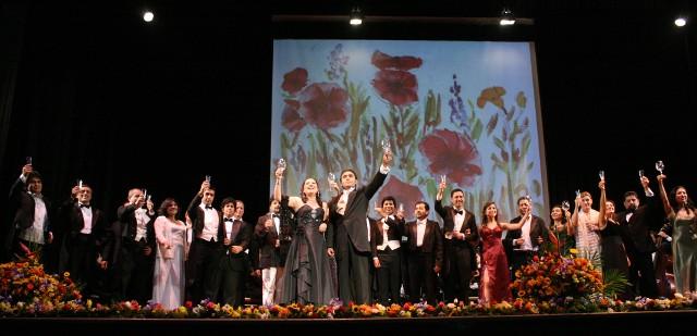 """""""Ópera en Castellano Concierto de Verano 2014"""" incluirá una selección de arias y escenas de ópera como:  La Hija del Regimiento, El elixir de amor, Las Bodas de Fígaro, Carmen, Don Giovanni, La Boheme, Turandot, Rigoletto, La Serva Padrona, Tosca,  y La Traviata, todas adaptadas al idioma castellano. Este domingo 30 en el Colegio de Abogados de Lima"""