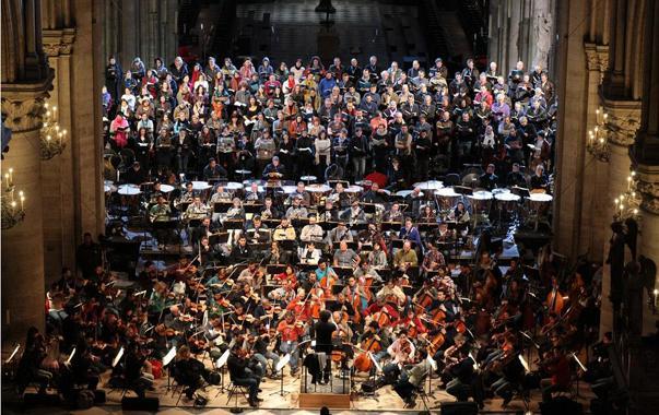 Iniciando la Semana Santa, escuchemos el Requiem (Grande Messe de Morts, Op. 5) de Hector Berlioz, que fue interpretado recientemente a la memoria de Claudio Abbado, por la Sinfónica Simón Bolivar de Venezuela junto a la Filarmónica de París, y los Coros de Notre Dame y de Radio France. todos dirigidos por Gustavo Dudamel en la Catedral de Notre Dame en París.