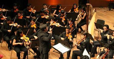 """La joven y talentosa orquesta ofrecerá un concierto este domingo 13 de abril a las 5:30 pm en el Gran Teatro Nacional bajo la batura del director brasileño Gil Jardim y la participación del trompetista peruano Huber López. El programa incluye el Preludio de las  Bachianas Brasileiras No. 4 de Heitor Villa-Lobos, Concierto para trompeta, de Oskar Böhme y la Sinfonía No. 4 en la mayor """"Italiana"""", de Felix Mendelssohn."""