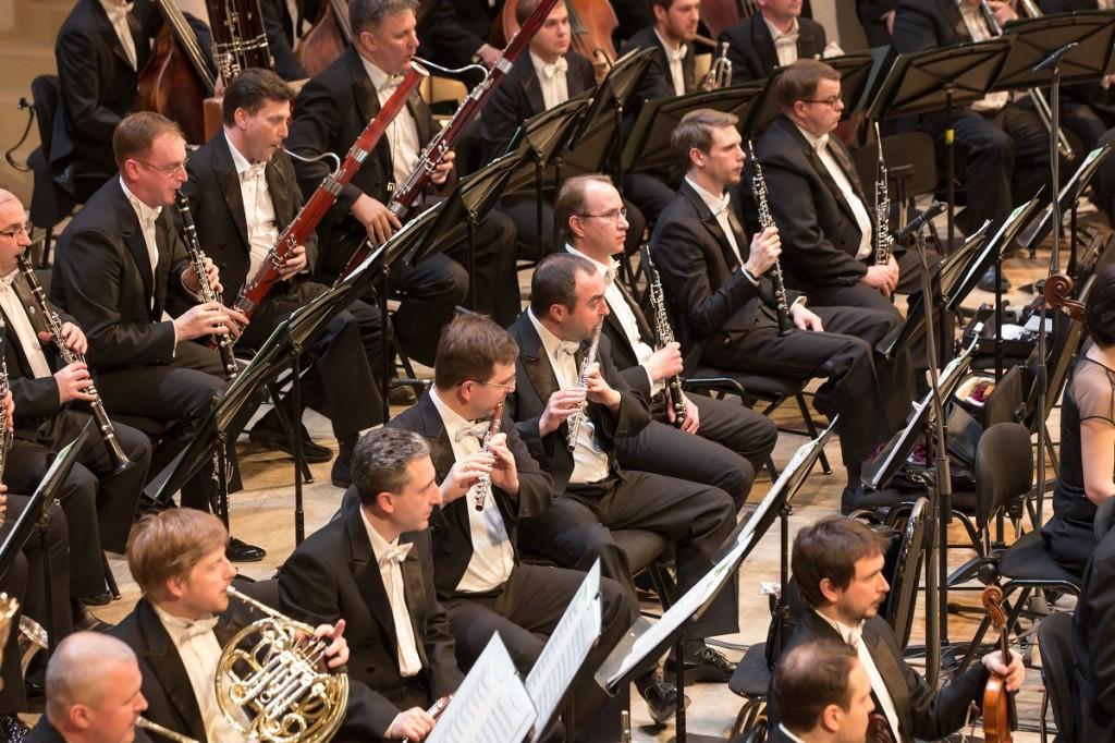 """La prestigiosa Orquesta Sinfónica Estatal Rusa """"Evgeny Svetlanov"""" inaugura el Ciclo Sinfónico 2018 de la Sociedad Filarmónica de Lima, el sábado 21 de abril a las 8:00 pm. en el Gran Teatro Nacional. La famosa agrupación con alrededor de 100 músicos en escena se presenta bajo la conducción de Terje Mikkelsen y el pianista Philip Kopachevsky."""