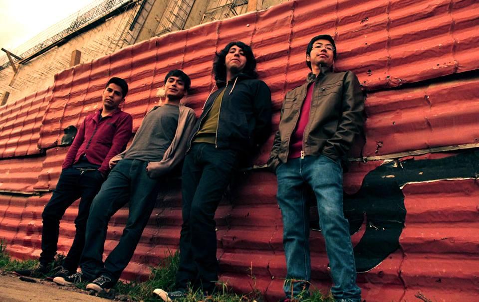 """Hace tres años, The Blue Distance aparecía en escena con un muy correcto EP titulado In The Club, cuyas tres canciones les bastaron para demostrar que se desenvolvían con naturalidad −y destreza−en el electro pop y el dance. El intenso track """"Everybody knows"""" era prueba de ello. Sin embargo, desde entonces no se supo más de esta banda originaria de Huancayo. Recién a finales del año pasado sus integrantes−Gary Palomino, Jorge Antonio Ancahuasi y Cerix Barragán− se reunieron para grabar el que sería su nuevo..."""