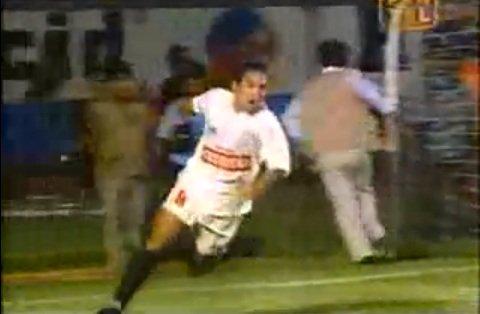 Por un rato, dejemos de hablar de Chávez, los niños y Gremco. Pensemos en los momentos felices que hemos vivido desde que Universitario pasó a formar parte de nuestras vidas. Yo tengo varios, el que leerán a continuación es uno de ellos: cuando le ganamos a Alianza, con el gol de Martínez, en la definición por el segundo lugar en el 95.