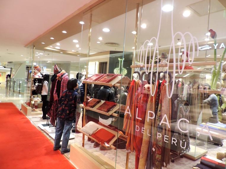 """La primera tienda de la marca """"Alpaca del Perú"""" en China."""