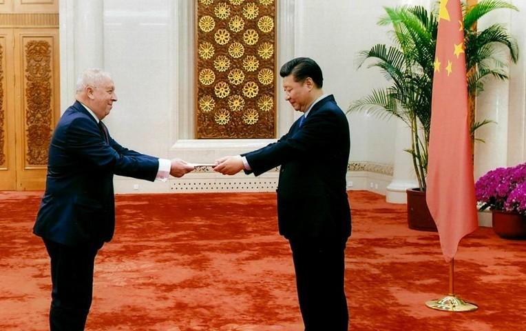 Presentación de las cartas credenciales del embajador Luis Quesada al presidente chino Xi Jinping. (Foto tomada de Internet)