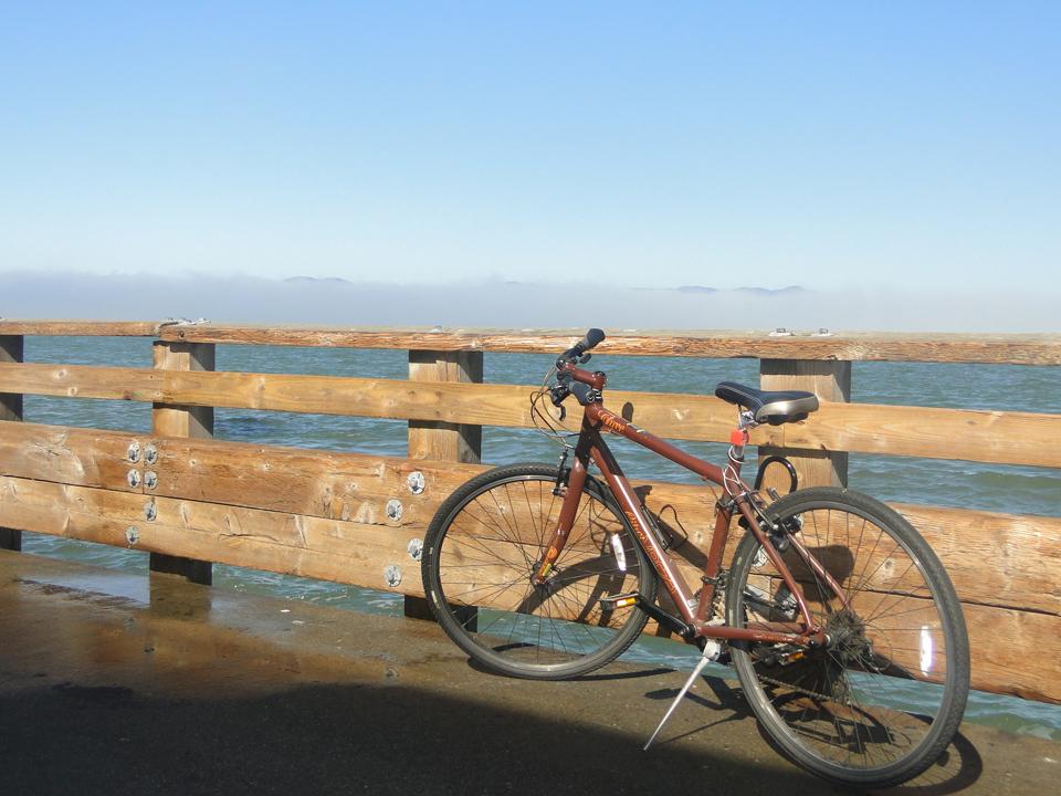 Paseando en bici por Embarcadero, San Francisco.