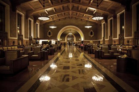 Union Station, estación de buses y trenes de Los Angeles