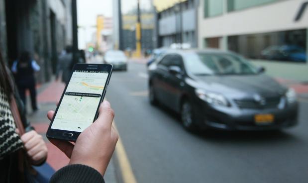 Aún no entienden cómo funcionan las apps de taxis