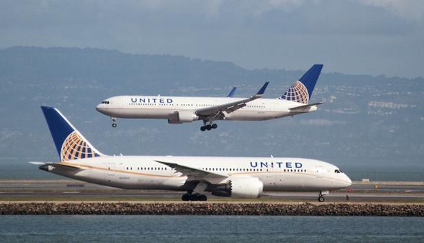 Todos siguen hablando del violento retiro de un pasajero de uno de los vuelos de United Airlines esta semana. Las redes sociales jugaron un papel fundamental para que se conociera este caso. Sin embargo, no es la primera vez que estas herramientas tecnológicas se convierten en una piedra en el zapato para la aerolínea. (Foto: Reuters)