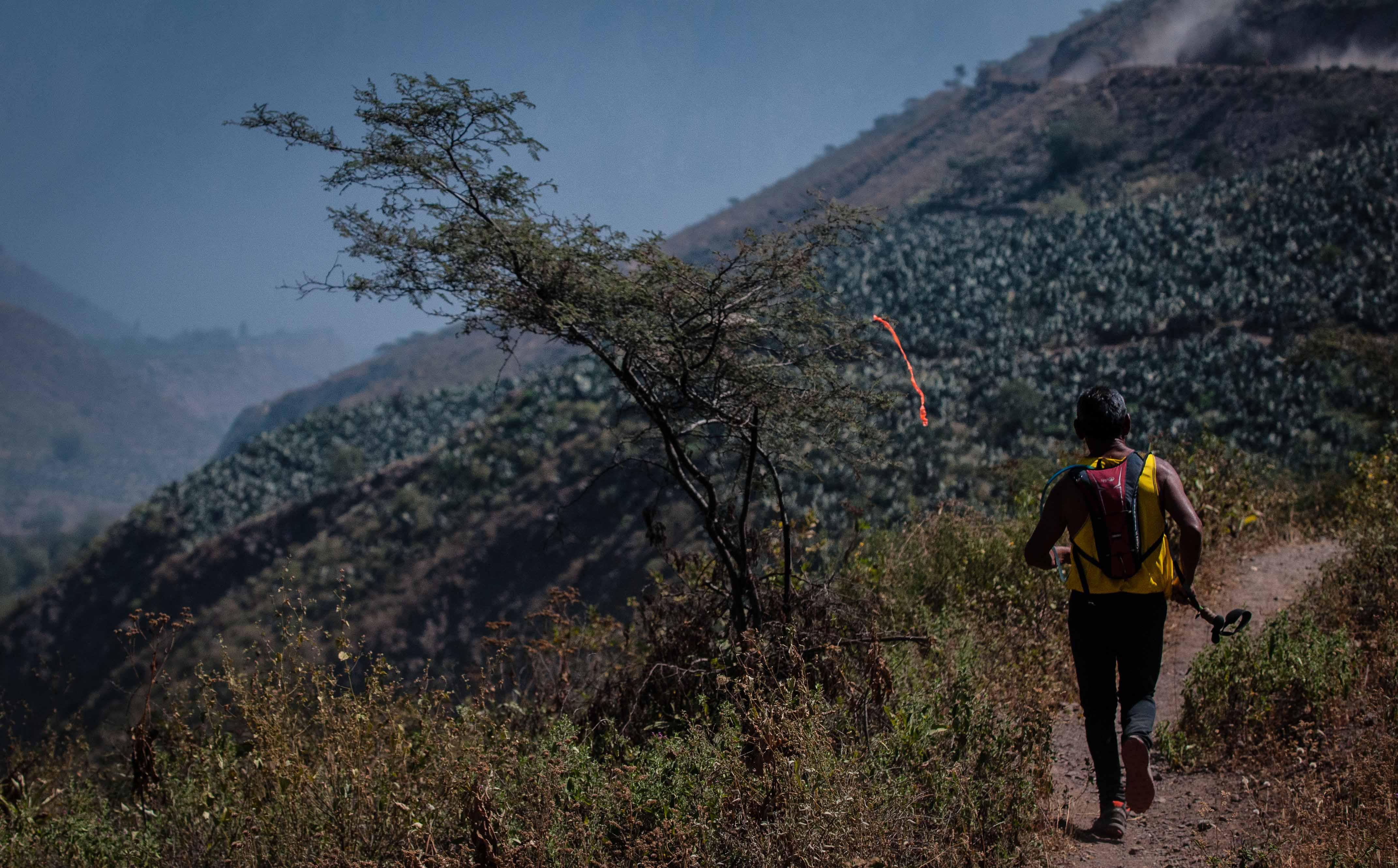 Corriendo en los cerros de Cocachacra: Desafío Huarochirí 2015